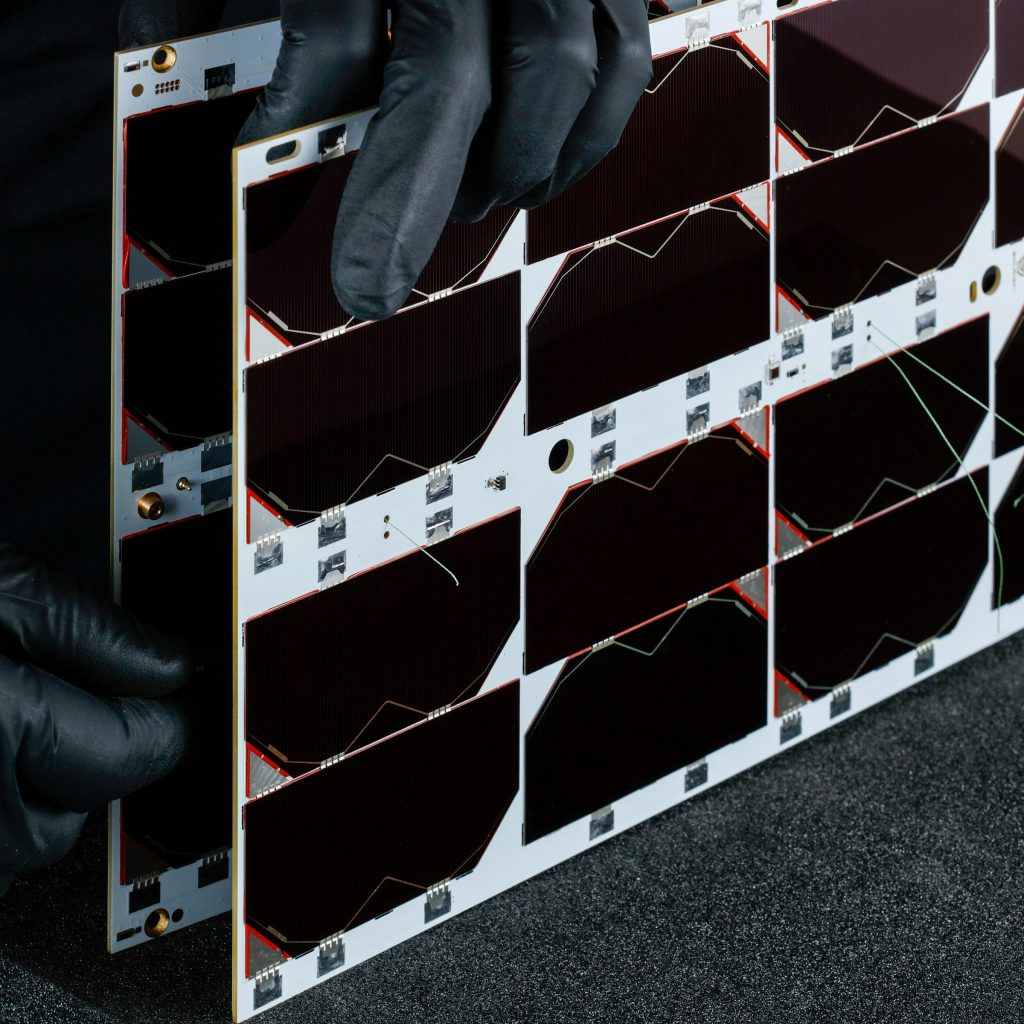 6u-cubesat-deployable-solar-panel-endurosat (3)