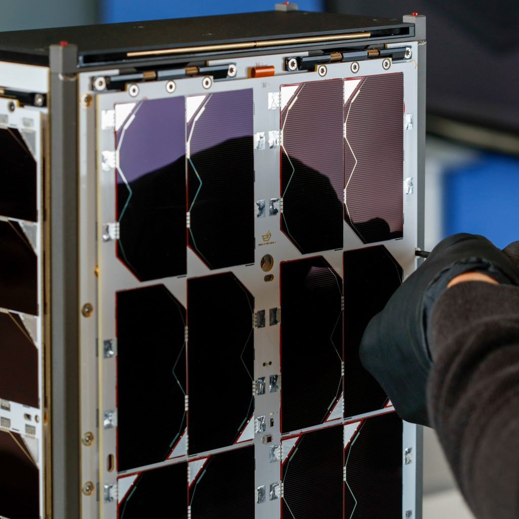 6u-cubesat-deployable-solar-panel-endurosat (9)