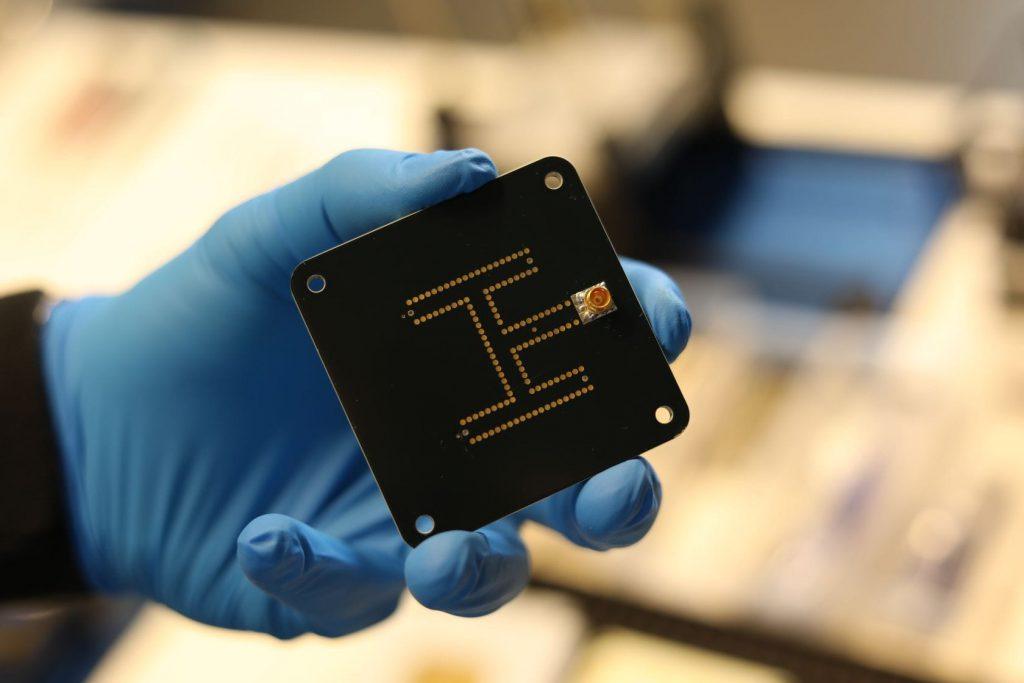 cubesat-antenna-X-Band-2x2-Patch-Array-endurosat
