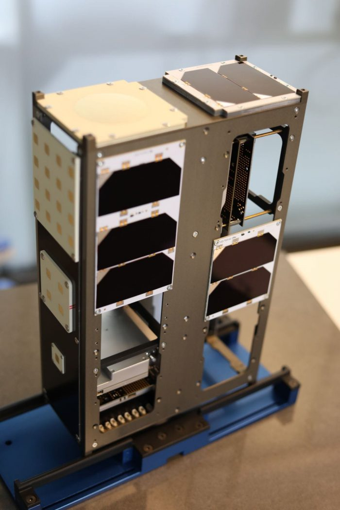 cubesat-antenna-X-Band-4x4-Patch-Array-endurosat