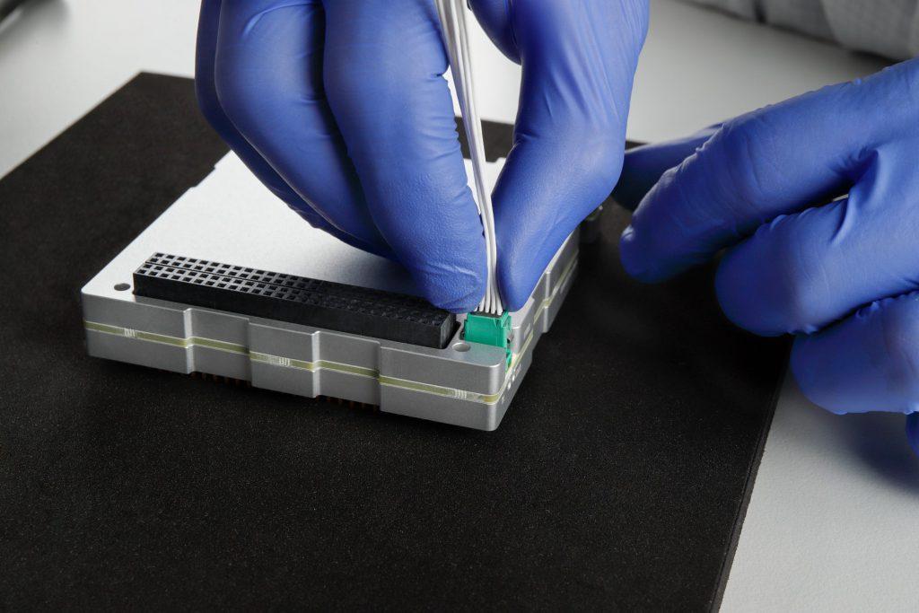 cubesat-s-band-transmitter-tx-images-endurosat-03